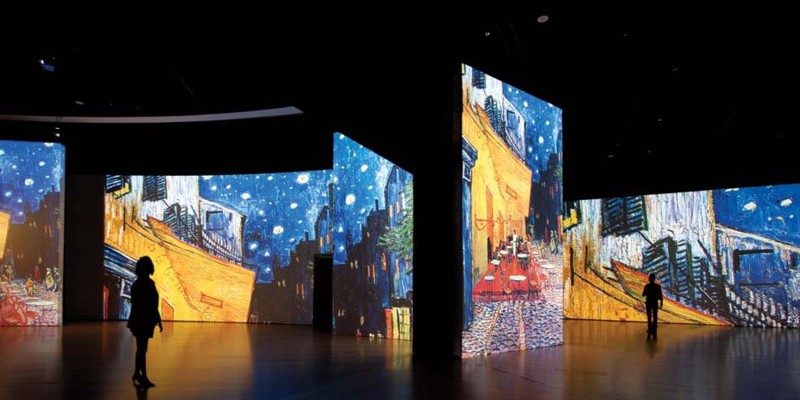 Datatons WATCHOUT Brings Van Gogh to Life With Large Scale Projection